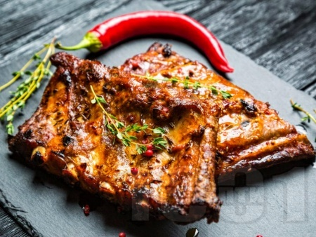 Ароматни хрупкави свински ребра на скара / грил / барбекю - снимка на рецептата